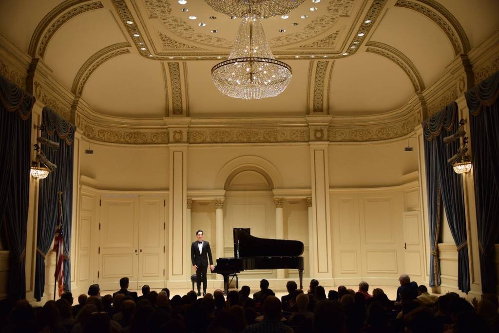 Fabio Álvarez tocando en Carnegie Hall